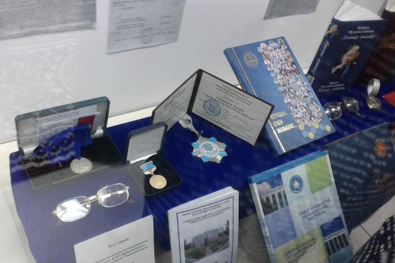 Личные вещи педагогов представили на выставке в Семее