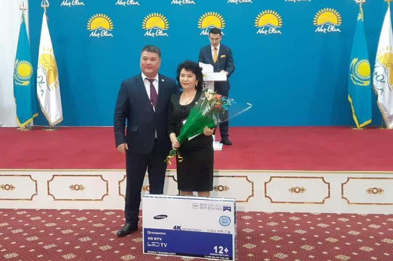Shymkenttegi «Nur Otan» partııasynyń fılıalynda merekelik  shara ótti