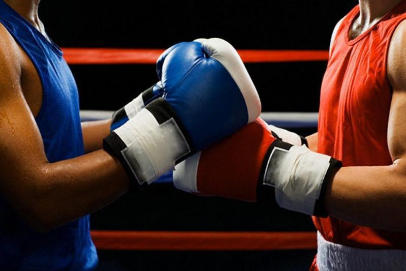 Алматыдағы кәсіпқой бокс кеші: Қазақстандықтар салмақ өлшеу рәсімінен өтті