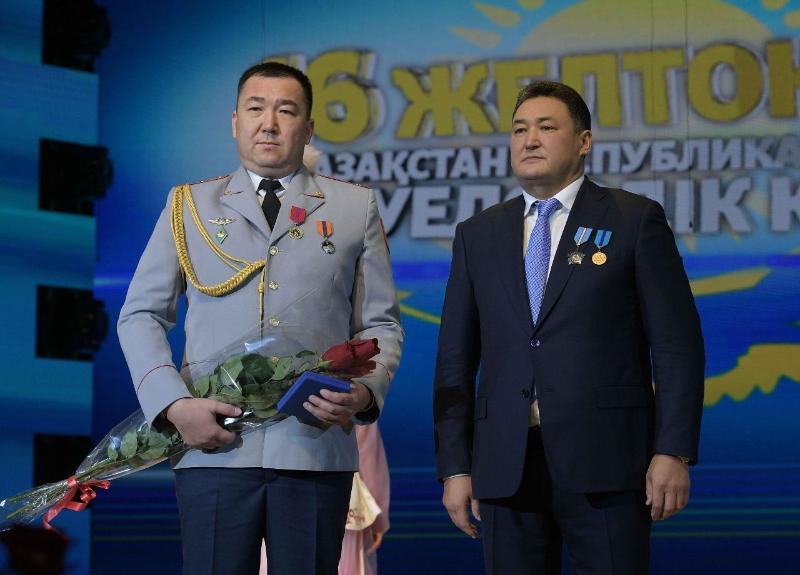 Спасший трёх тонувших сестёр полицейский из Павлодарской области награждён медалью