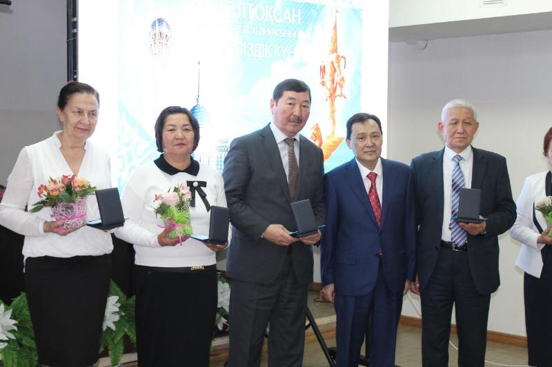 Túrkistan oblysynda medıtsına salasynyń úzdikteri marapattaldy