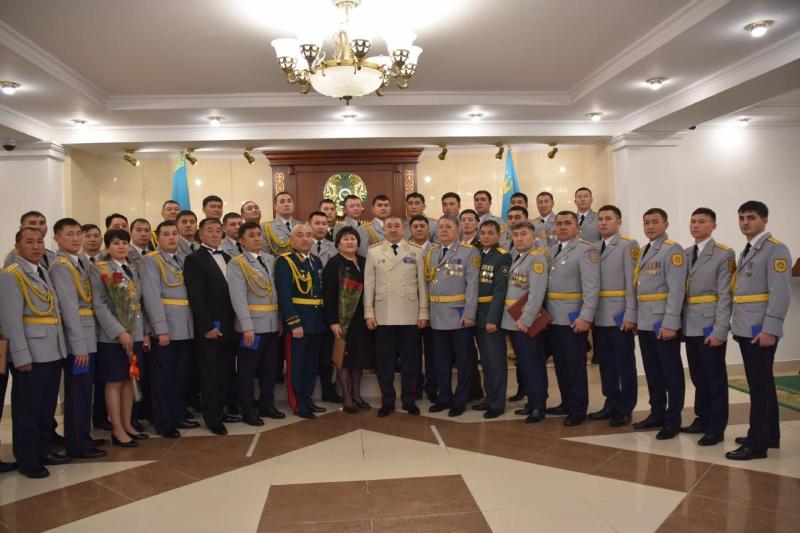 Медалью «Ерлігі үшін» наградили троих полицейских Карагандинской области