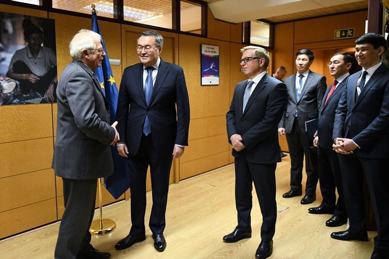 Верховный представитель ЕС планирует визит в Казахстан
