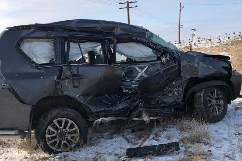 Два человека погибли при столкновении поезда и внедорожника в Карагандинской области