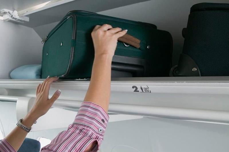 Иностранка попыталась украсть 1,7 млн тенге у казахстанки в самолете