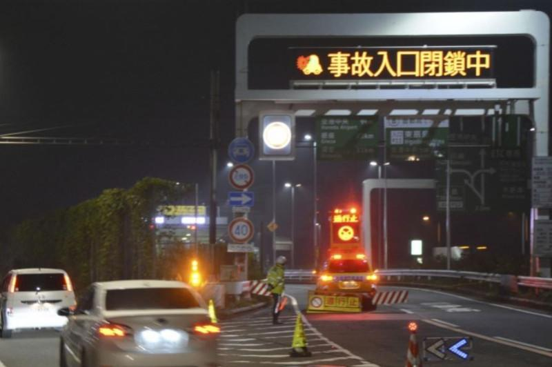 1 dead, 22 injured after pileup in highway tunnel near Tokyo