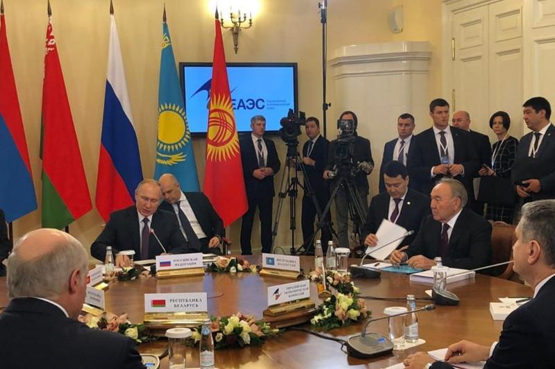 Елбасы принял участие в заседании Высшего Евразийского экономического совета
