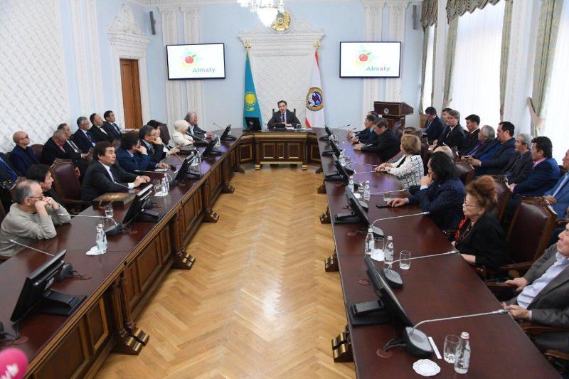 Писатели получили гранты акима Алматы