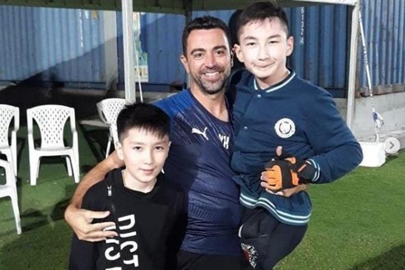 Легенда «Барселоны» заговорил на казахском при встрече с казахстанским «Ником Вуйчичем»
