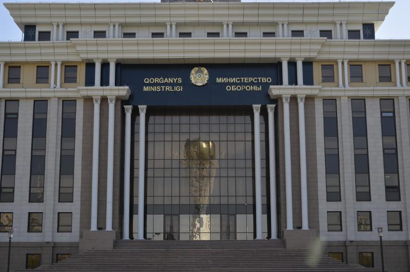 Qazaqstan qorǵanys jáne qaýipsizdik aýqymyndaǵy seriktestikti damytýǵa umtylýda