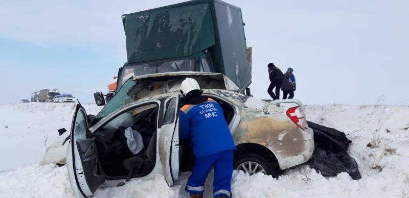 60 автомашин на трассе «Самара-Шымкент» ждут улучшения погоды, чтобы продолжить путь