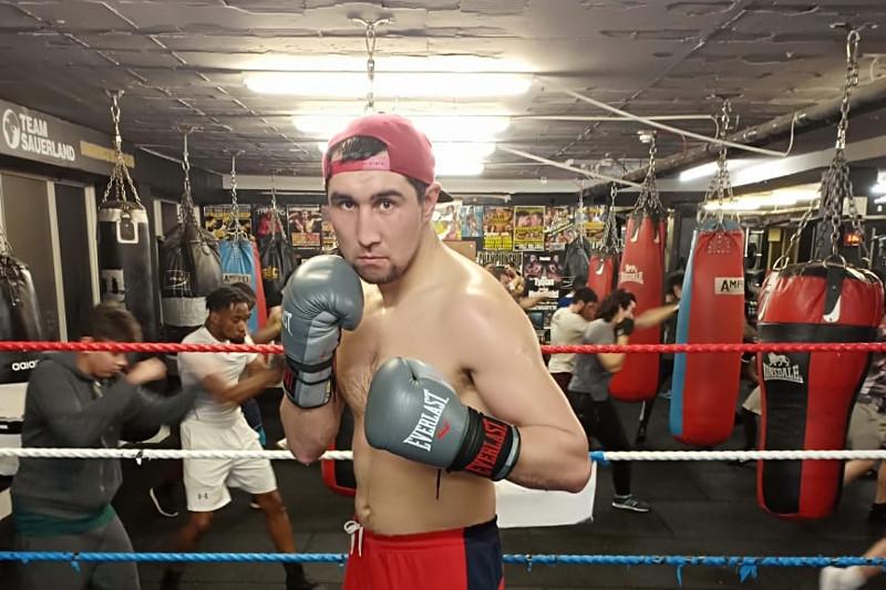 Айдос Ербосынулы нокаутом выиграл бой за титулы чемпиона WBA, WBC и WBO