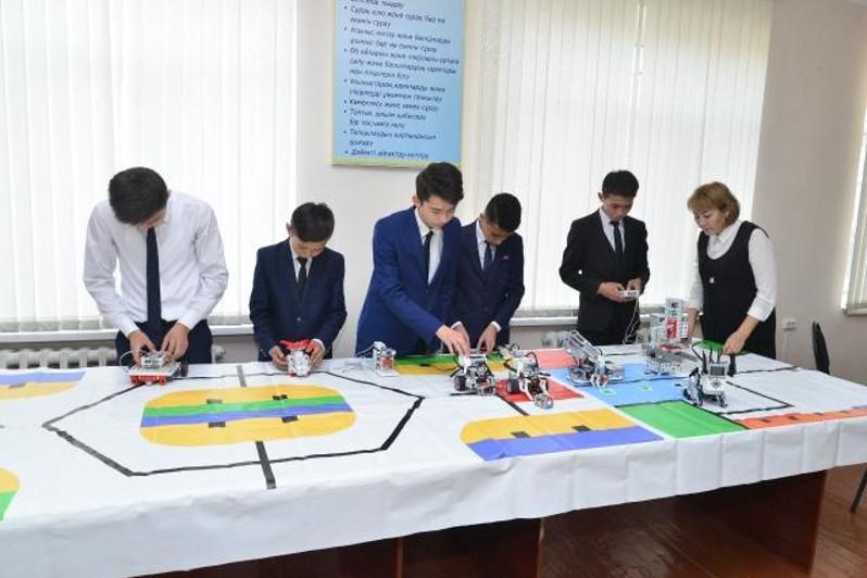 Школы Шымкента оборудуются кабинетами робототехники