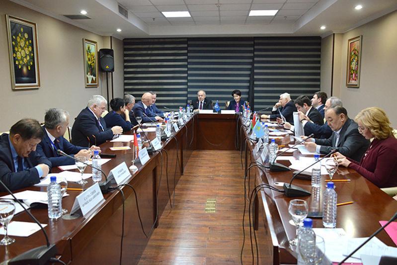 哈萨克斯坦参议院议员参与乌兹别克议会大选监督工作