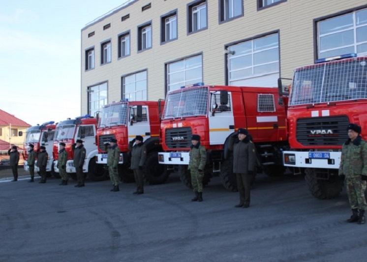 Атырауские спасатели и пожарные получили новую технику
