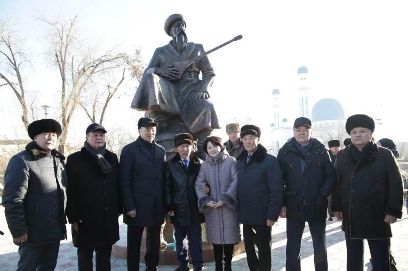 Памятник Кенену Азербаеву открыли в Жамбылской области