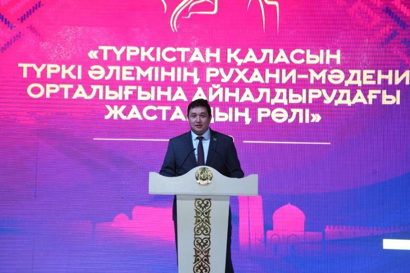 В Туркестане в честь закрытия Года молодежи прошло мероприятие  в формате «Town hall»