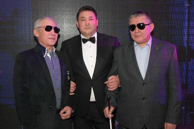Более 50 млн тенге собрали для незрячих на благотворительном балу в Павлодаре