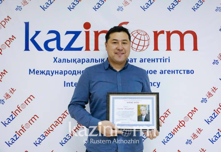 Kazinform news photographer awarded with letter of gratitude from President