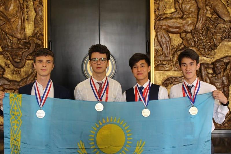 巴甫洛达尔州各校今年在国际竞赛中获得57枚奖牌