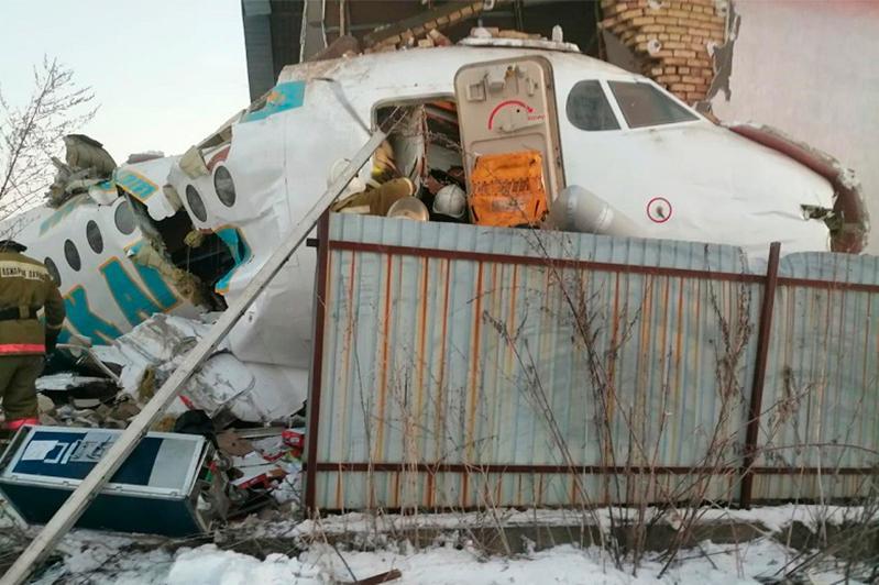 Семь человек погибли в крушении самолета под Алматы
