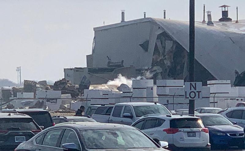 美国中部一飞机制造厂发生爆炸15人受伤