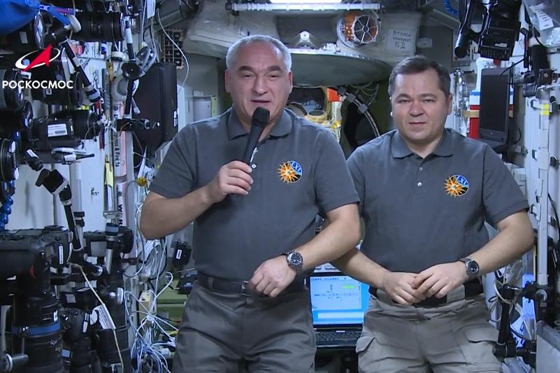 Космонавты с борта МКС поздравили землян с Новым годом