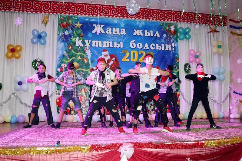 Шымкентские полицейские организовали праздник для воспитанников детского дома