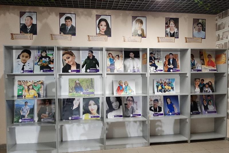 Елордада волонтерлер жылына орай фото және кітап көрмесі өтіп жатыр