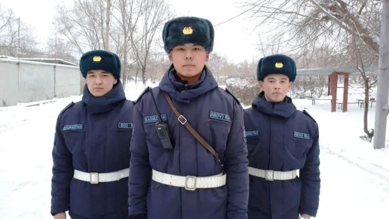 Вооруженного мужчину задержали гвардейцы в Уральске