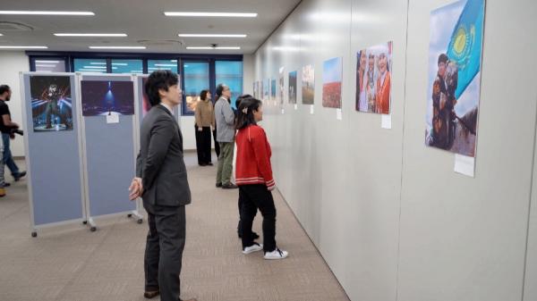 哈萨克斯坦摄影师作品展在日本举行