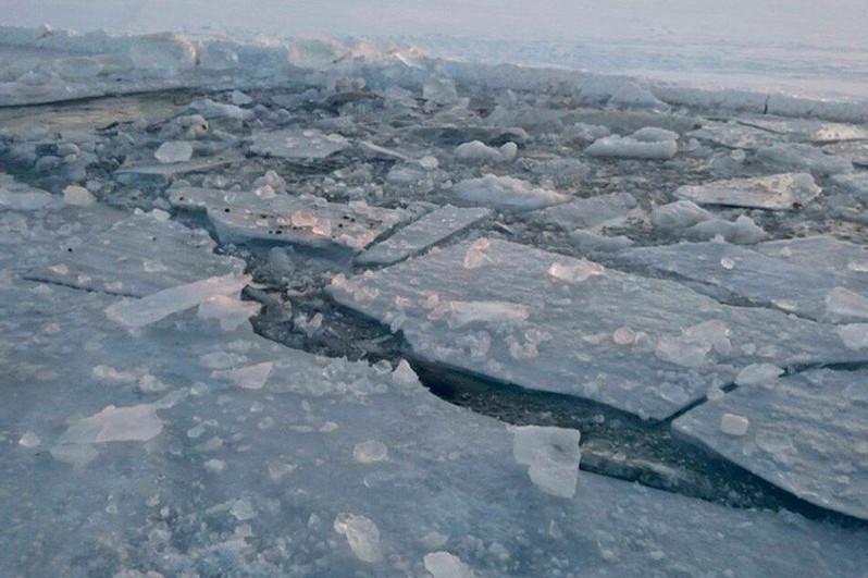 4 teens fall through ice, 1 dies on Ural River