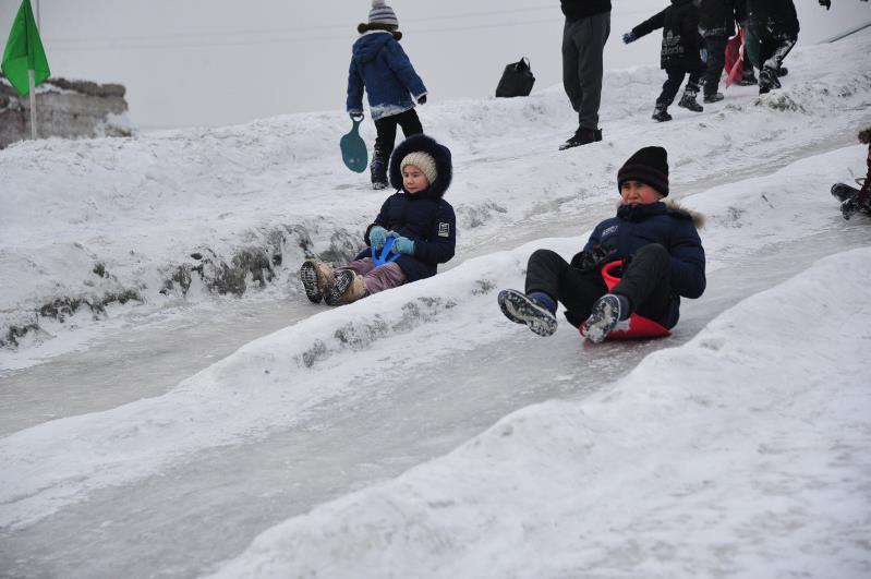 Ледовый городок построили военнослужащие в Семее