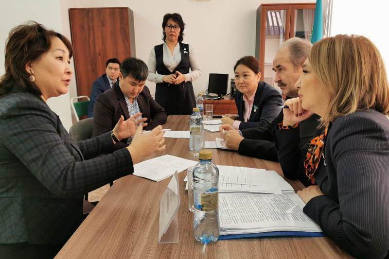 Мажилисмены проводят встречи с населением в регионах
