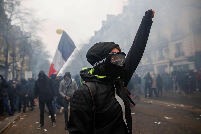 Протесты во Франции: профсоюзы блокируют нефтеперерабатывающие заводы