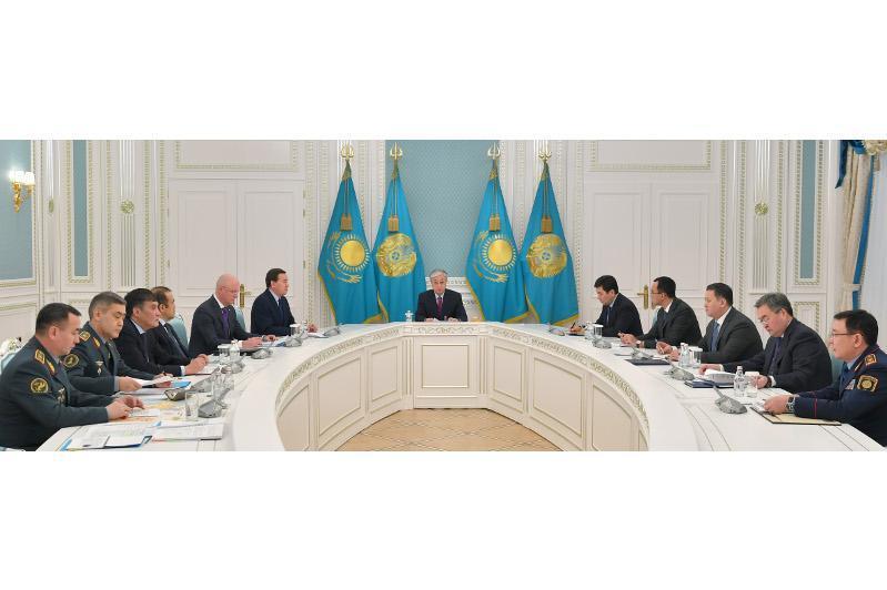 总统召开会议讨论波斯湾局势