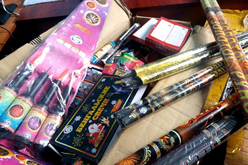 Свыше 340 пиротехнических изделий изъяли жамбылские полицейские