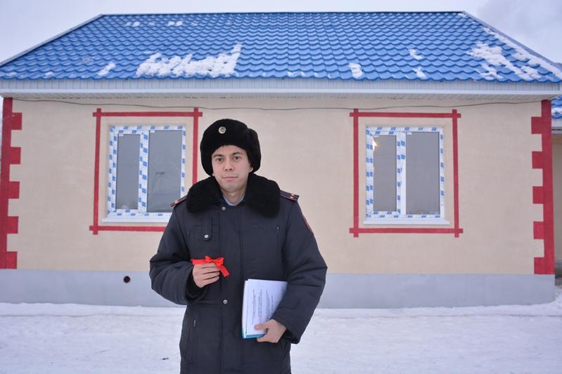 Предприниматель построил дом для участкового в селе СКО