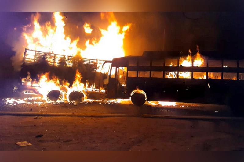 Үндістанда автобус пен жүк көлігі соқтығысып, 20 адам қаза тапты