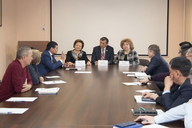 Вопросы пассажирских перевозок и совершенствования законодательства обсудили сенаторы в регионах