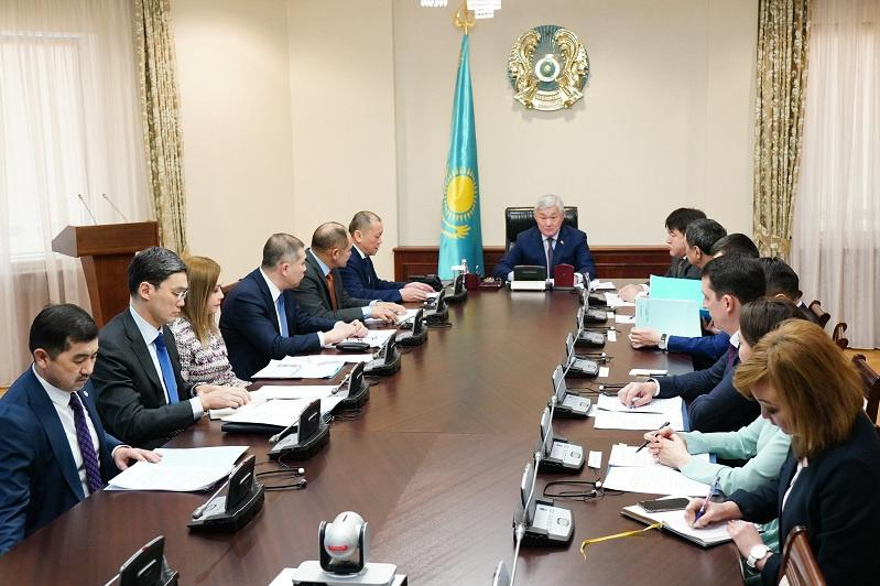 Бердибек Сапарбаев поручил усилить контроль за выдачей разрешений иностранцам