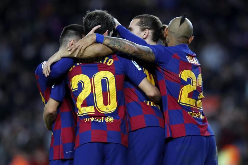 Fýtbol: «Barselonanyń» bas bapkeri aýysty