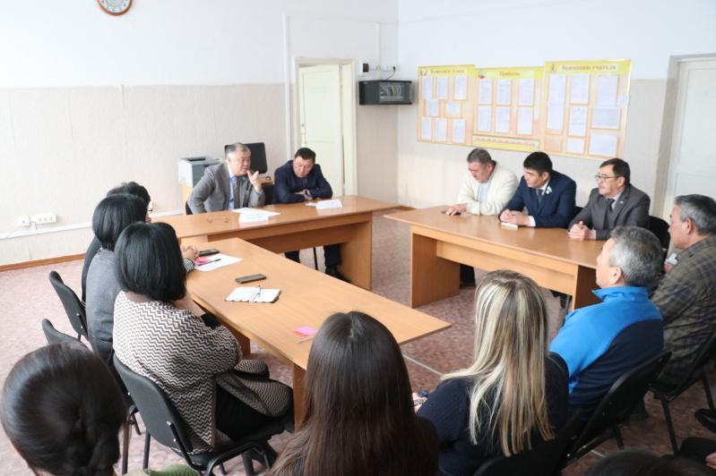 Депутаты Мажилиса рассказали о своей работе карагандинским школьникам