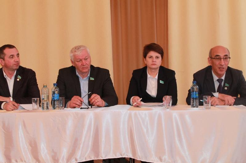 Актуальные вопросы развития регионов обсуждают во время встреч с населением сенаторы