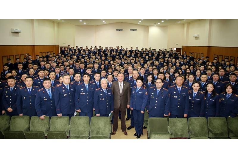 Мухтар Кул-Мухаммед посетил военные учебные заведения в Алматы