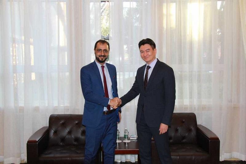 霍伊什巴耶夫会见阿富汗驻华大使