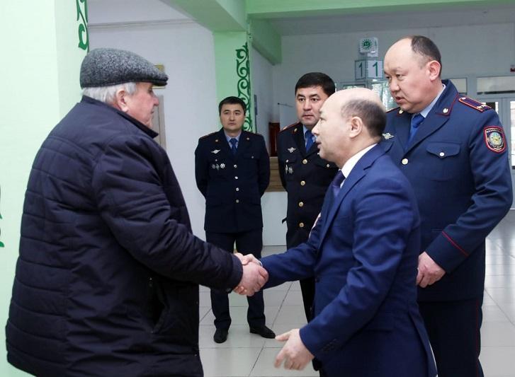 Фраза «Давайте я вам помогу» должна стать главной для полицейского - Толеген Байгулов