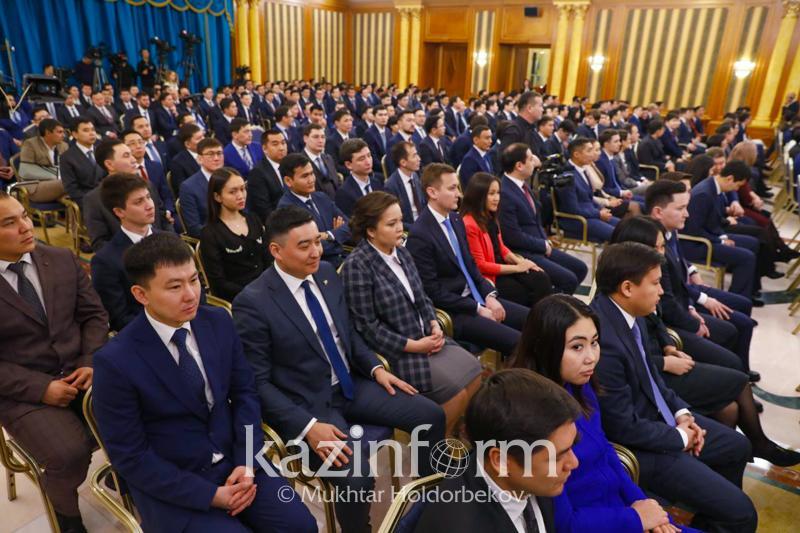 Qasym-Jomart Toqaev Prezıdenttiń kadr rezervine alynǵan jastarmen kezdesýde