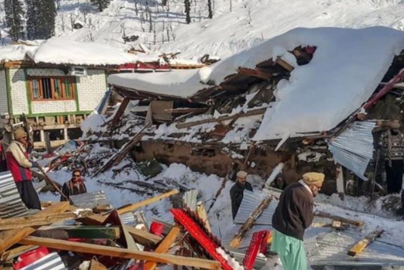 Оползни и лавины в Кашмире: 62 человека погибли
