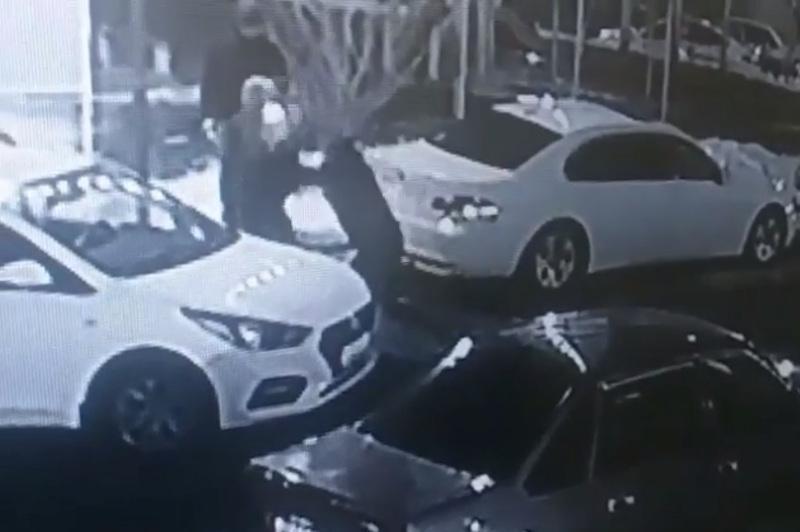 Пьяный мужчина ранил ножом таксиста в Алматы